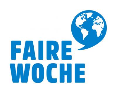 Faire Woche Logo, blaue Schrift auf weißem Grund, dazu eine ebenfalls blaue Weltkugel in Sprechblasenform