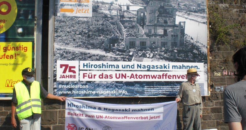 Plakat-Aktion gegen Atomkraft, im Gedenken an Nagasaki und Hiroshima
